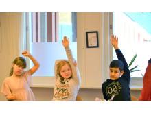 Vem vill bli uppfinnare? Julia, Molly och Daniel i årskurs två på Ingaredsskolan tvekar inte om svaret.