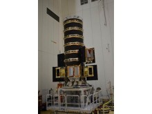 OneWeb dispenser med 6 satelliter monterade