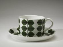 Berså, ett mönster skapat av Stig Lindberg och Krister Karlmark. Servisen producerades 1961-1974. Åter i produktion 2005-.
