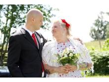 Vera & Tommy gifte sig på en äng