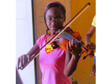 Didine älskar att spela fiol