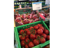 Bor man som turist på Rhodos i lejlighed, er der gode muligheder for at få gode tomater til 1,75 euro (ca. 13,50 kr.) kiloet til den græske salat.
