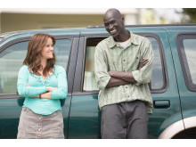 Reese Witherspoon och Ger Duany i The Good Lie