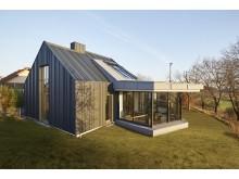 Sanierungspreis 17 Metall: Futuristisch mit klarer Linie und viel Tageslicht – so der Wunsch der Bauherren bei der Sanierung eines Einfamilienhauses. Die Mohr GmbH setzte dies gekonnt um.