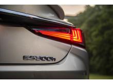 Nya Lexus ES 300h - en självladdande hybrid