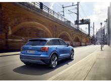 Audi Q2 i Ara Blue bagfra