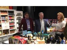 Per Ågren, moreganic Sweden, Landsbygdsminister Sven-Erik Bucht, Nina Nilsson, Kundansvarig förädling och handel KRAV