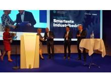 Norges smarteste industribedrift: Vinneren GKN Aerospace gratuleres av finansminister Siv Jensen