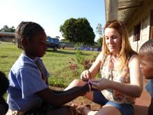 Nursel Gündüz på barncentret i Moçambique
