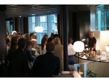 Kurator Ragnhild Grytten ønsker velkommen til åpningen av New Norwegian Design på THE THIEF