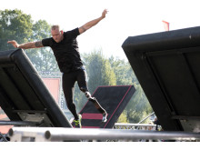 Bo Rocatis Larsen förlorade ena benet i en dramatisk dykolycka. Nu är han den första deltagaren med benprotes som ger sig på världens tuffaste hinderbana i Ninja Warrior Sverige. Johan Halsius/Kanal 5