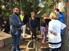 Politikere på besøk i Rudshøgda Kanvas-naturbarnehage