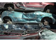 Miljøsanerte bilvrak som skal videre til gjenvinning