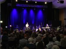 Olof Wretling höll ett bejublat framträdande under första lördagens Stora Nolia tillsammans med Algesten som stod för musiken.