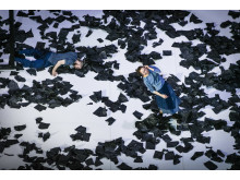 Jesse Bechard och Danielle De Vries i As it were av Sang Jijia