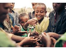 """""""I love washing hands"""" in Äthiopien - 140.000 Euro Pfandbecherspenden machen's möglich"""