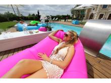 LayBag bidrar till det perfekta poolhänget