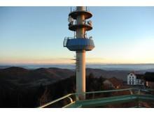 Fotomontage mit möglichen Standorten der Windenergieanlagen vom Aussichtsturm auf dem Hochblauen.