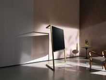Loewe bild 9 OLED TV – as elegant as a sculpture. A fascinatingly different take on television.