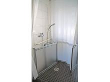 SANFTLÄUFER Installation mit halbhohen Duschtüren