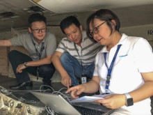 Hi-res image - Cobham SATCOM -  Cobham sales engineer Ying Cui helps configure the AVIATOR 300D terminal with Shenzhen Airlines