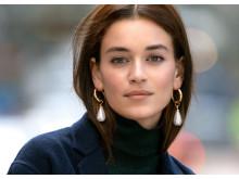 Earrings model pic