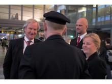 Bjørn Kjos sammen med Norwegians aller første besetning under selskapets 15 års jubileum