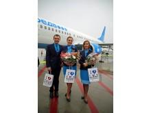 Das Kabinenpersonal des Pobeda-Airline-Flugs wurde am Flughafen Leipzig/Halle feierlich begrüßt