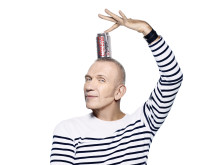 "Jean Paul Gaultier har designet den eksklusive flaskekolleksjonen ""Night & Day"" for Coca-Cola light"
