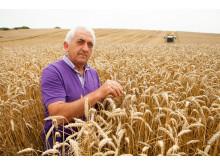 Ángel, uno de los agricultores que participa en Compromiso Harmony