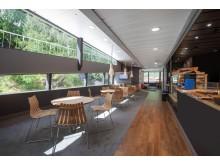 """An Bord der """"Vision of the Fjords"""" befindet sich auch eine Caféteria"""