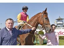 Hans Adielsson efter seger med hästen Call Me Back