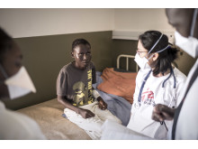 En ung tuberkulospatient på Läkare Utan Gränsers sjukhus i Makanyane, Swaziland.