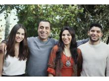 Familjen Akbar och Özz Nüjen