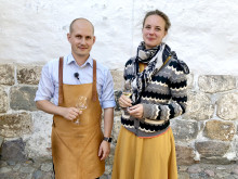 Peter Fagerland, gastronomisk chef på Dragsholms slott med Titti Qvarnström från projektet Pilot Dryck. Foto: Anna Lind Lewin.