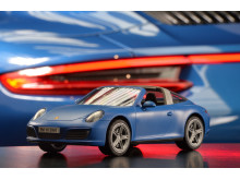 Innovatives Lichtkonzept: Porsche 911 Targa 4S von PLAYMOBIL