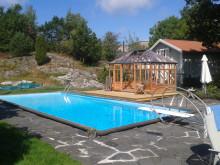 Medium glasshouse by the pool