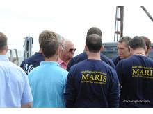 Kungen samtalar med medlemmar av undersökningsteamet kring skeppet Mars, bland andra professor Johan Rönnby, Södertörns högskola.