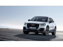 Audi SQ2 (gletscherhvid) statisk forfra uden baggrund