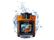 Ricoh WG-M2. orange i vatten