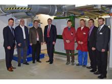 Das Kreiskrankenhaus Zwiesel setzt weiter auf Energieeffizienz und hat sich für die Bayernwerk Natur GmbH als Partner für den Neubau einer Kraft-Wärme-Kopplungsanlage (KWK) zur gekoppelten Strom- und Wärmeerzeugung entschieden.