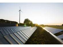 Solfångare vid Solör Bioenergis fjärrvärmeanläggning i Odensbacken