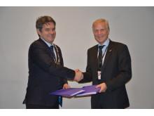 Hordaland fylkeskommune og Avinor signerte bybaneavtale