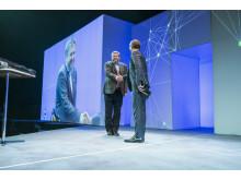 Bernt Reitan Jenssen, adm. dir. i Ruter, trakk det lengste strået blant finalistene som var nominert til Årets Digitaliseringsleder. Her gratuleres han av adm. dir. i Atea Norge, Michael Jacobs