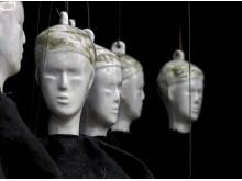 Torsten Jurells utställning gestaltar världen som en turnerande marionetteater