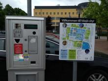 Skylt vid parkeringsautomat