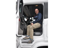 En glad lastbilchauffør