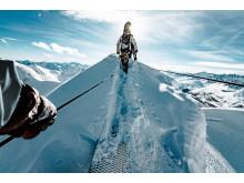 Skitourengänger auf der Hängebrücke am Gemsstock bei Andermatt (Luzern-Vierwalstättersee)