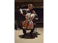 Cellisten Emil Wegberg, en av studenterna som medverkar i Kom & Hör, Kungl. Musikhögskolans kammarmusikfestival 17-21 februari.