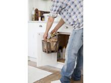 Matavfallssortering i kök för insamling i separat matavfallsbehållare